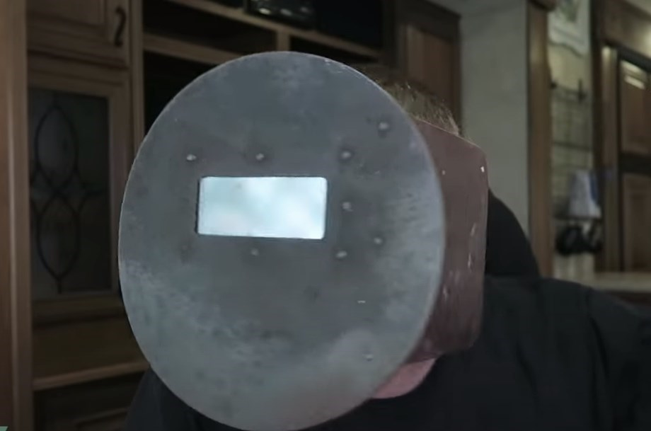 Why we like pancake welding hood and what it's gains and cons
